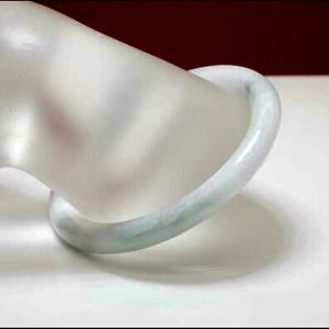 CHILD'S 25.00 CTW JADEITE BANGLE BRACELET